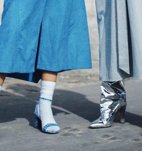 Hoe draag je sokken in sandalen tijdens de winter?