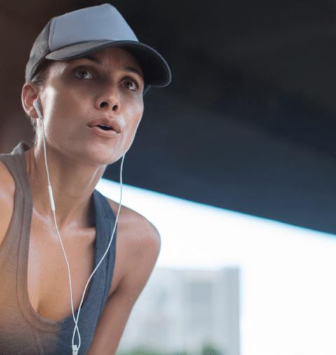 Plogging: waarom iedereen verslaafd raakt aan deze workout trend