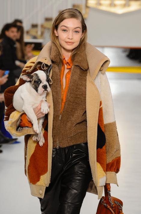 Tod's_Gigi hadid_hond_catwalk_modeweek_Milaan_Milan fashion week_winter 2018_fw1819