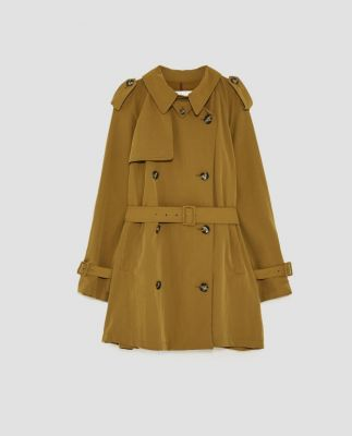 mode, fashion, trend, 2018, jas, trench coat, jeans, fluweel, wol, beige, rood, blauw, geel, mosterd, gestreept