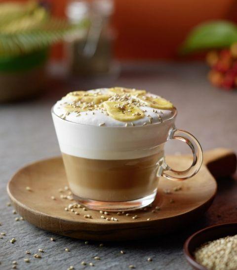 Cappuccino met banaan en sesamzaad