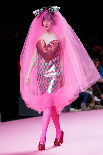 cute shopping agatha riuz de la prada hart roze pink heart catwalk ss18 mode fashion