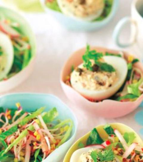 Salade met gevulde eieren
