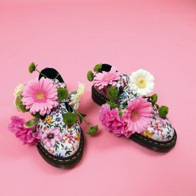 accessoires trend trends zomer shopping fashion millenial pink roze schoenen dr martens bloemen