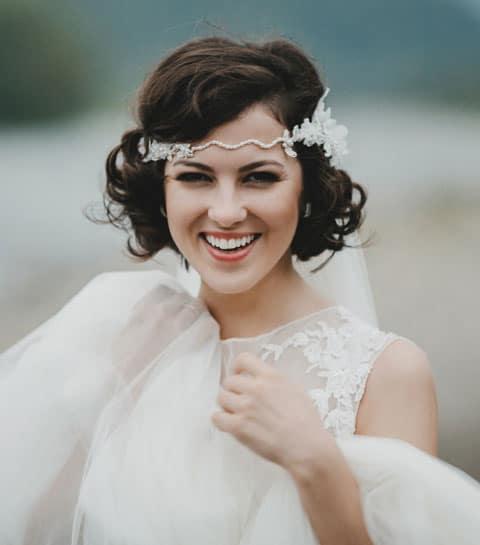 30 adembenemende huwelijkskapsels voor kort haar