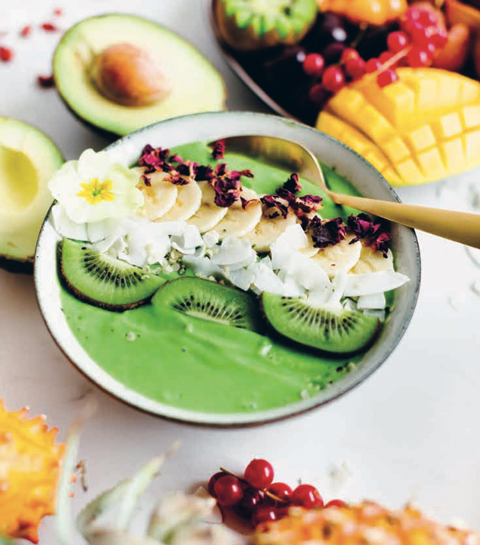 Avocado en mango smoothie bowl