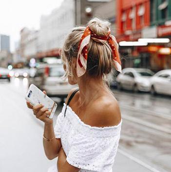 bandana, sjaal, tips, knoop, trend, accessoire
