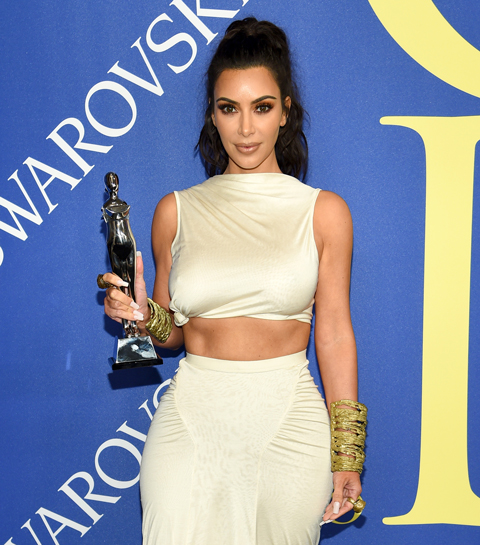 Raf Simons en Kim Kardashian winnen prestigieuze modeprijs