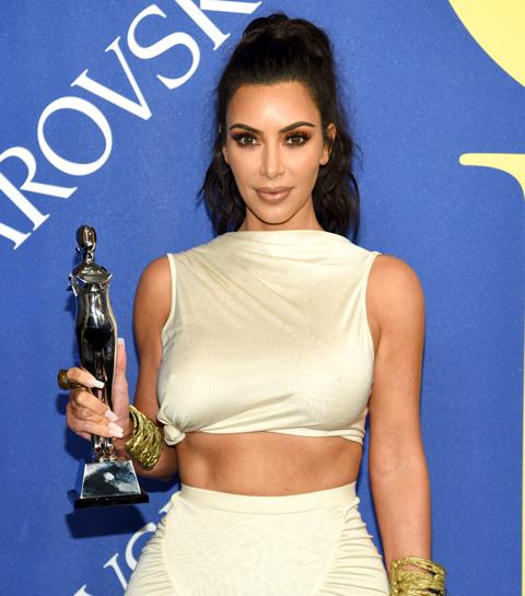 10 geknoopte stukken om je innerlijke Kim Kardashian te vieren