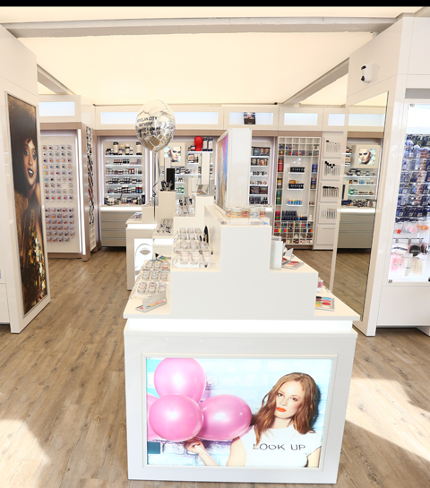 Professioneel make-upmerk Kryolan opent eerste flagship store in Antwerpen