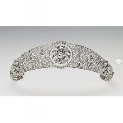 meghan markle trouwjurk expo londen tiara