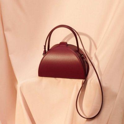 mlouye pandora handtas burgundy minimalistisch