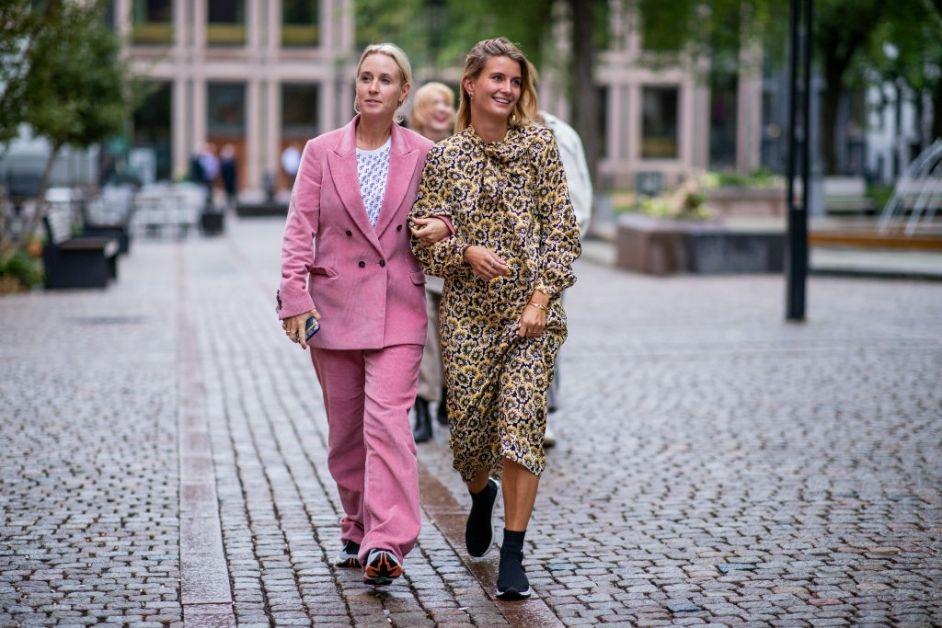 Street Style - Oslo Runway SS19 roze kostuum