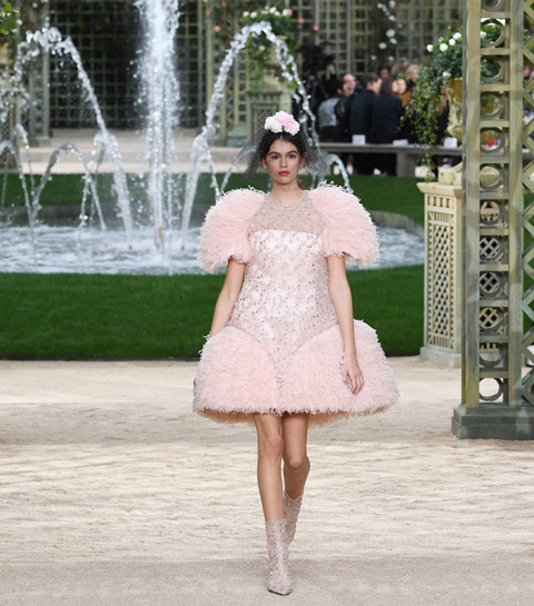 Must see: De nieuwe modedocu over Chanel haute couture