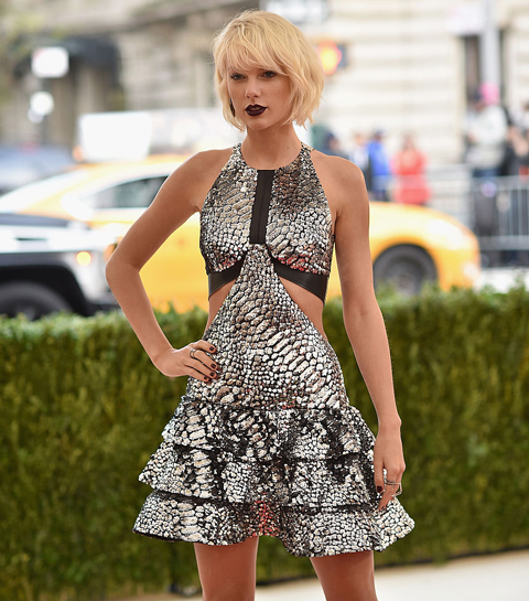 Taylor Swifts stijlmetamorfose in 20 iconische looks
