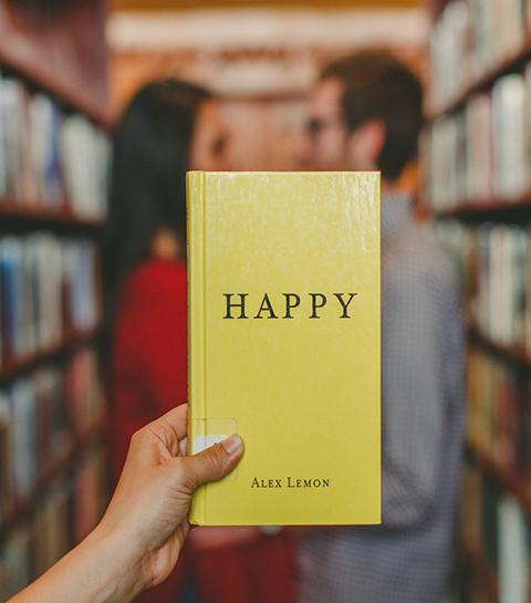 Happycratie: hoe de wereld ons verplicht gelukkig te zijn
