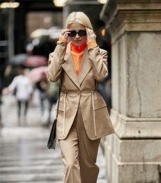 Vier manieren om een volledig beige outfit te stylen