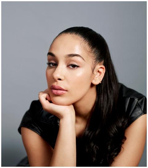 R&B-sensatie Jorja Smith als nieuw gezicht van Dior