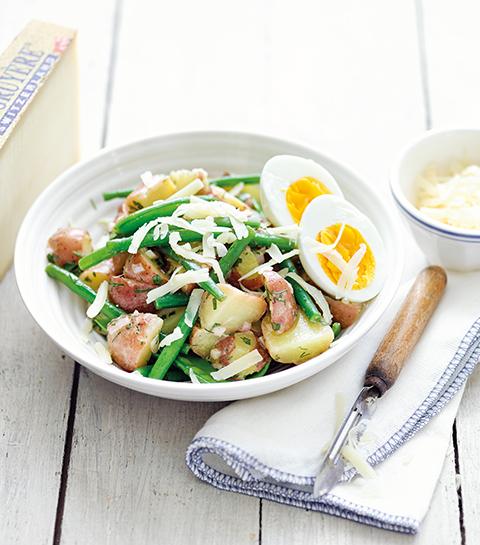 Aardappelsalade met fijne kruiden, bonen, hardgekookte eitjes en Gruyère AOP Classic