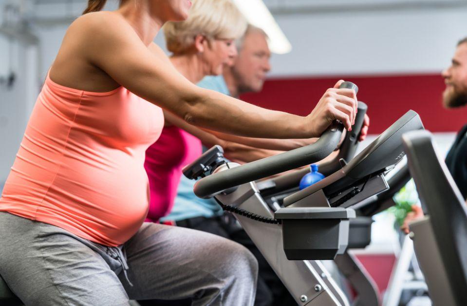 mama zwanger fietsen sporten