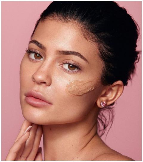 Waarom de skincare-lijn van Kylie Jenner bakken kritiek krijgt