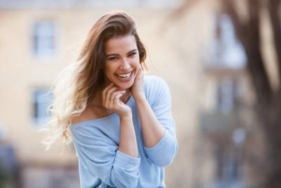 Vrouw, Glimlach