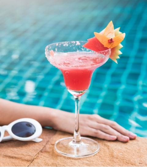 8 originele zomercocktails om aan de rand van het zwembad te sippen