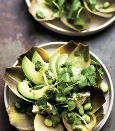 Artisjoksalade met tuinboontjes, avocado en koriandersalsa
