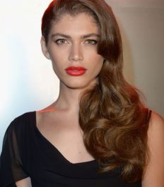 Wie is Valentina Sampaio, het eerste transgender Victoria's Secret-model?