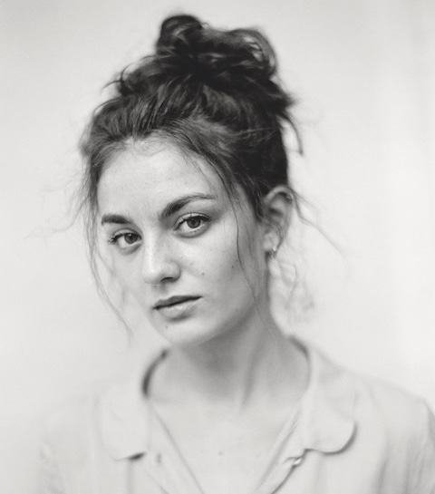 De vele gezichten van actrice Violet Braeckman
