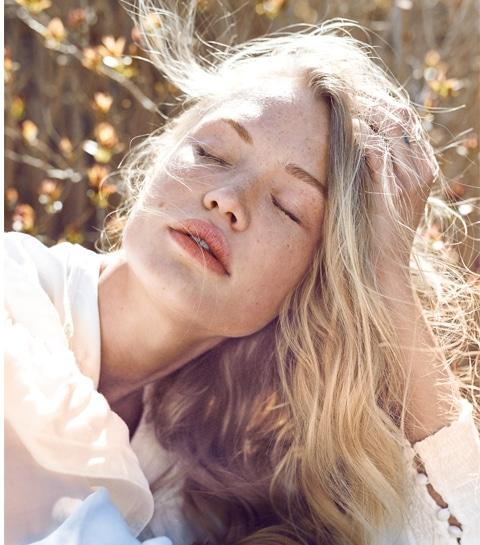 Nazomer zonder kopzorgen: zo krijg je je haar weer gezond na de vakantie
