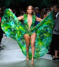 Jennifer Lopez verrast iedereen op Milaan Fashion Week