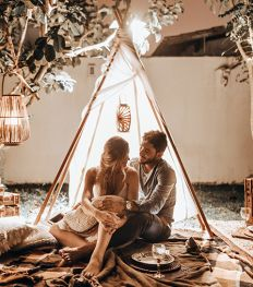 10 superromantische date-ideeën bij herfstig weer