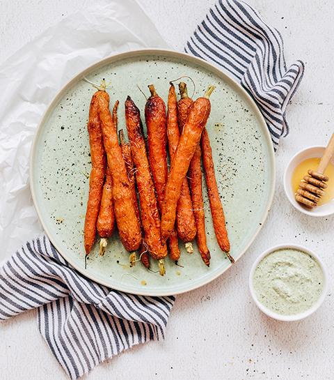 Recept: Geroosterde wortels met wortelloof en verse kaas