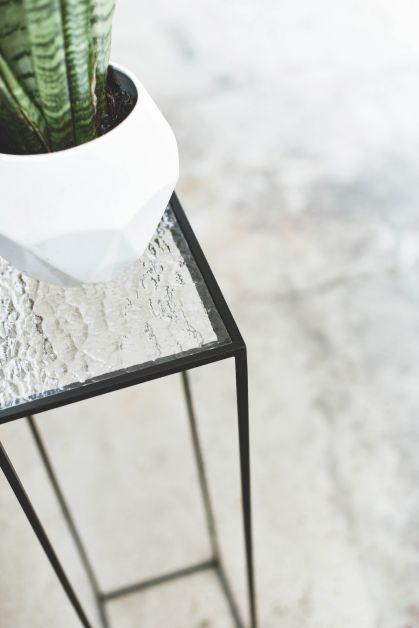 Esther De Vos, meubels, staal, ontwerper