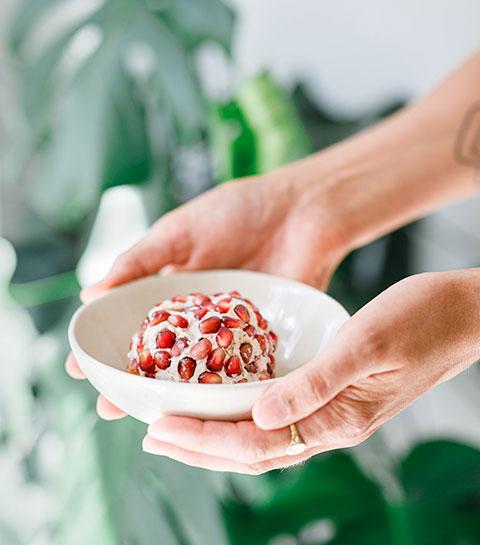 Recept: veganistische kaas met zonnebloempitten en granaatappel