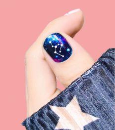 Sterrenkijken: astro nagels zijn de nageltrend van het moment