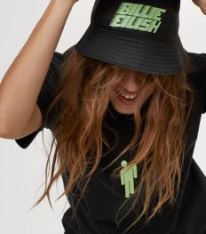 Hebben: H&M dropt lief geprijsde Billie Eilish-collectie