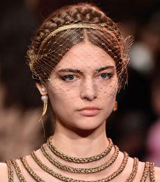 Zo zag de mythische modeshow van Dior Haute Couture eruit