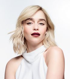 Emilia Clarke is de nieuwe ambassadrice van Clinique