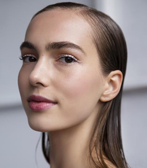 Beauty tips: met dit simpele trucje blijft je highlighter beter zitten