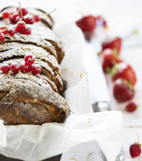 Recept: Crunchy Gold wentelteefjes uit de oven met bloemsuiker en rood fruit