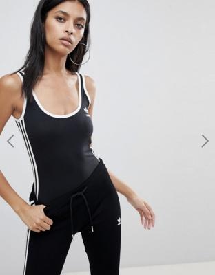 sportswear_trends_liftende_corrigerende_legging_athleisure_pastel_bodysuit_