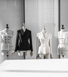 Tijdloze elegantie: Dior viert verjaardag iconische Bar jacket