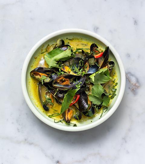 Mosselen met groene curry en koriander van Nénu