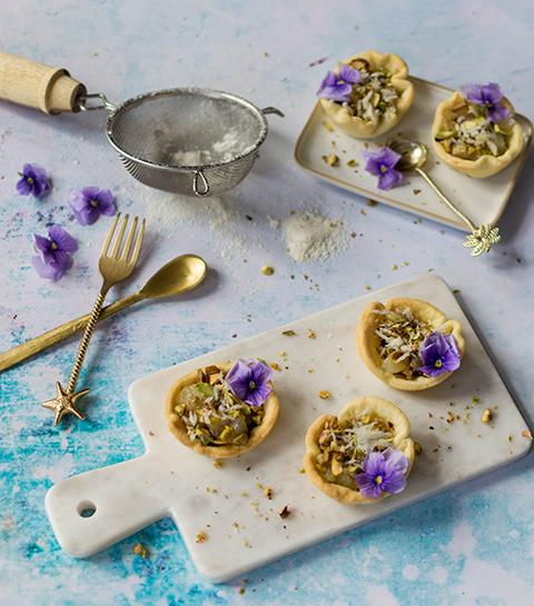 Recept: perentaartjes met pistache en hazelnootpasta