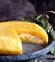 Recept: Spaanse omelet met geitenkaas en gekaramelliseerde ui
