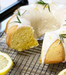 Recept: citroencake met rozemarijn en olijfolie