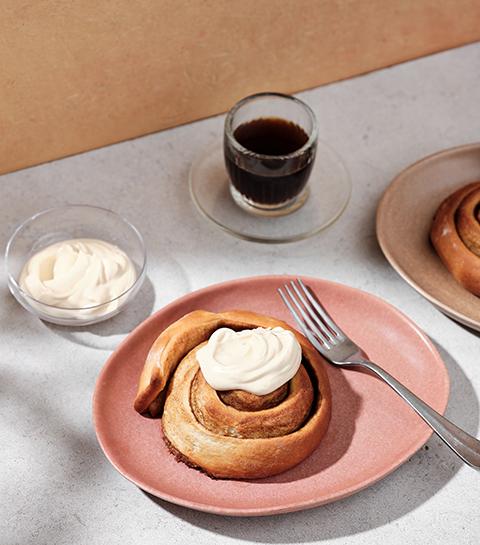 Recept: krokante cinnamon rolls met cappuccino icing