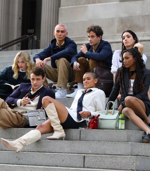 Spotted: de cast van de Gossip Girl reboot op deze iconische locatie